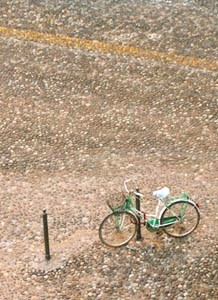 A photograph of a bycicle shot by Mike Valeriani in Padova